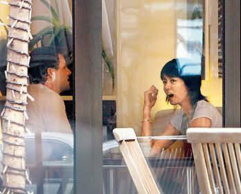 Hong Kong artist Gigi Leung and suspected boyfriend in Taiwam having tea