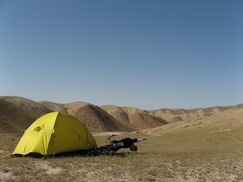 Desert campsite (somewhere between Urumqi and Heavenly Lake) / 烏魯木斉と天池の間