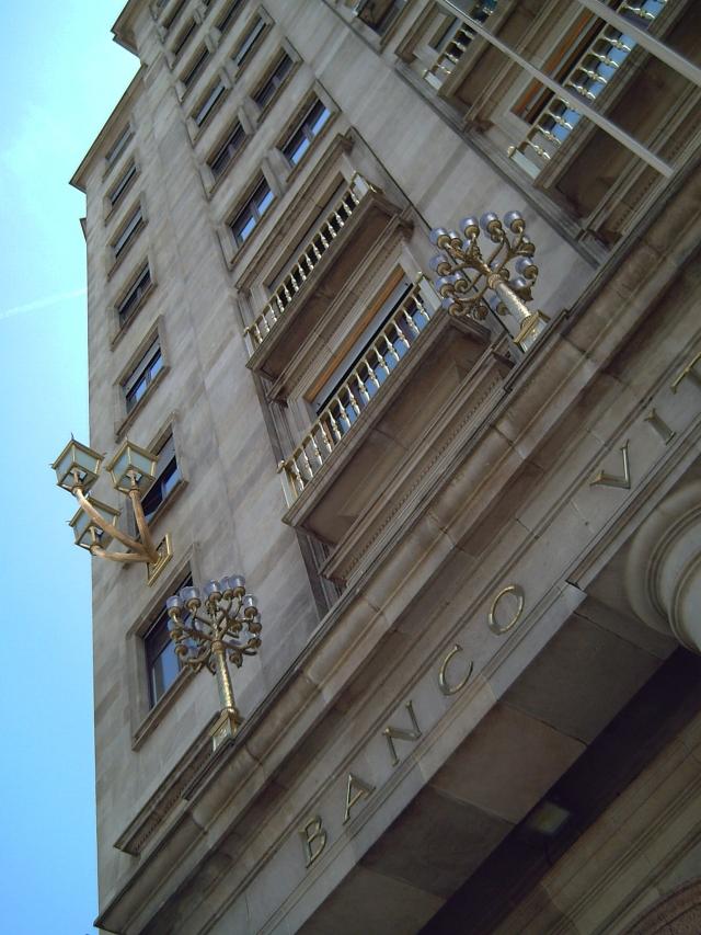 Banco Vitalicio Façade