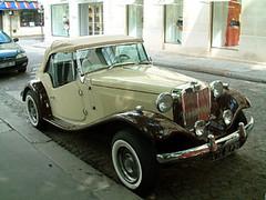 停在聖日耳曼德佩教堂前的骨董車