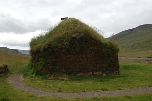 Hut_@_Eiriksstadir,_Iceland.jpg