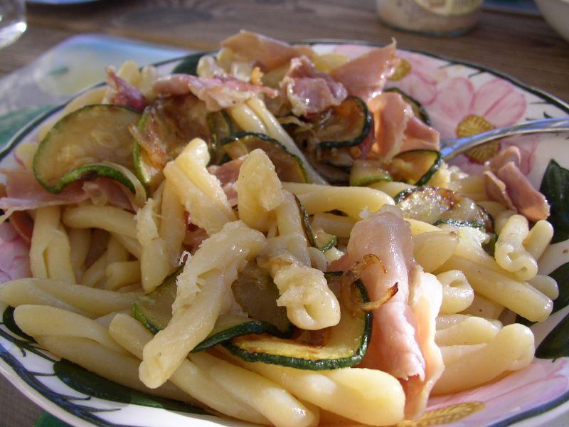 La olla suiza: cocina rápida y fácil: pasta con calabacín y jamón ...