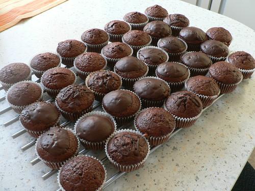 backwahn 36 schokoladenmuffins und 1 traubenkuchen. Black Bedroom Furniture Sets. Home Design Ideas
