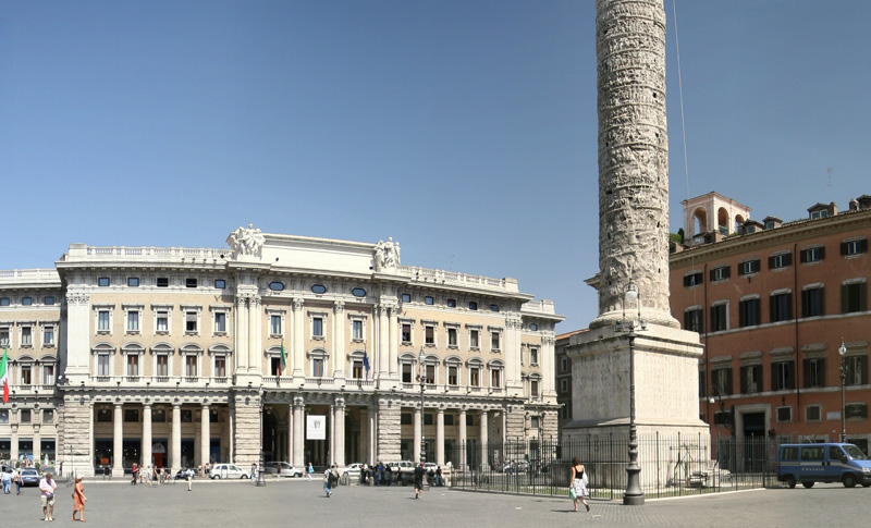 Panoramic images of the world piazza colonna for Piazza montecitorio 12