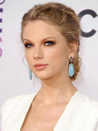 Taylor Swift French Braid hair