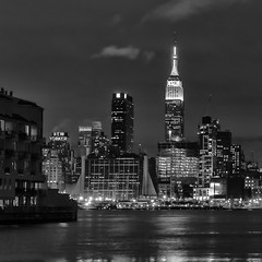 Manhattan at night photo by Diego Cambiaso