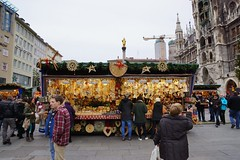 Christmas market on the Marienplatz in Munich, Bavaria, Germany photo by UweBKK (α 77 on )