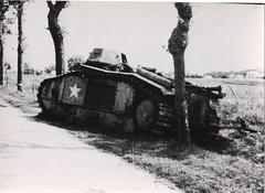 25 -  15 avril 45  Premiere attaque sur Enlia -un de nos chars B1 a flambé - Fonds Amiel