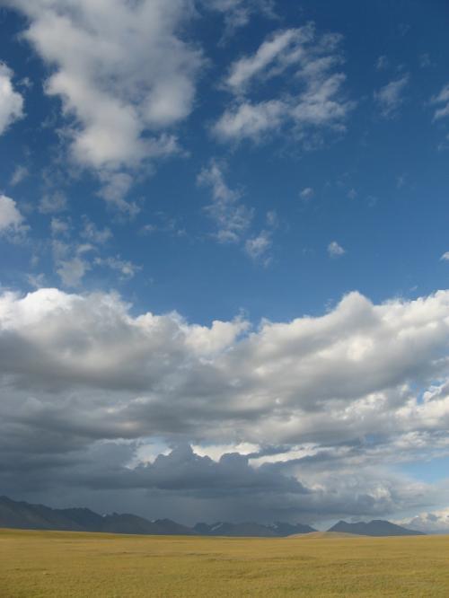 Massive skies between Balguntay and Narat, western China / 壮大な空 - バルグンタイ町とナラット町の間(中国)