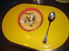 Pure calabaza con pollo y salsa de soja japonesa con albahaca