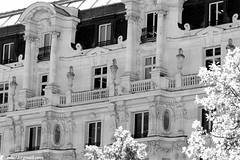 Sosok bangunan khas Paris ...