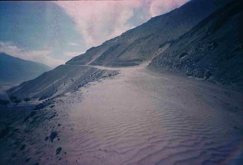 Sandy roads in the Wakhan Valley, Tajikistan / 道路が!(タジキスタン、ワカン谷)