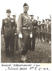 1945 - RA - gal Legentilhomme et le colonel Bert cdt 1er RA-Livre d'or archives mairie Herbsheim