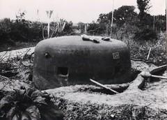 30- 15 avril 45 - Attaque du BM 2 sur Royan- Une tourelle blindée du point fortifié allemand d'Enlias - Fonds Amiel