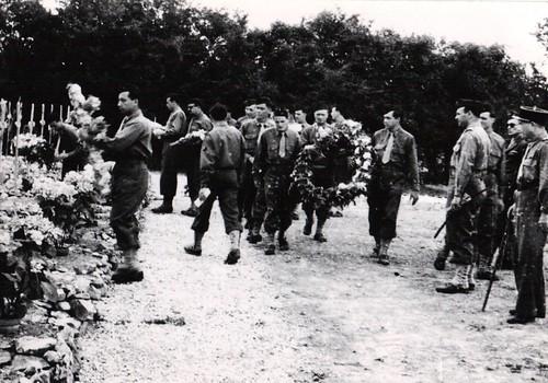55 - 29 juin 45 Cimetière militaire de Retaud- BM 2 - Fonds Amiel
