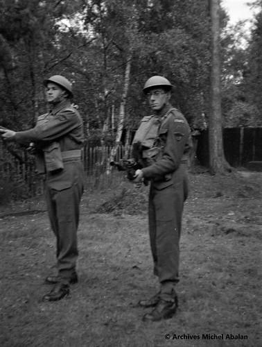 1940- Angleterre- Old Dean Camp - Roger Podeur et Michel Abalan - Famille Abalan