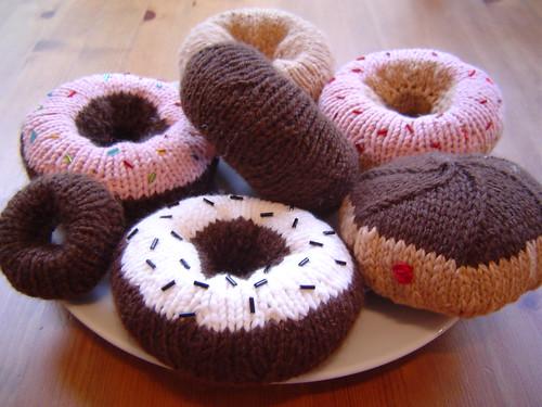 knit donuts