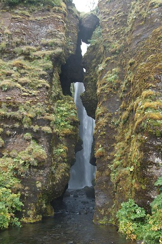 Smaller_waterfall_through_rocks_@_Seljalandfoss,_Iceland.jpg