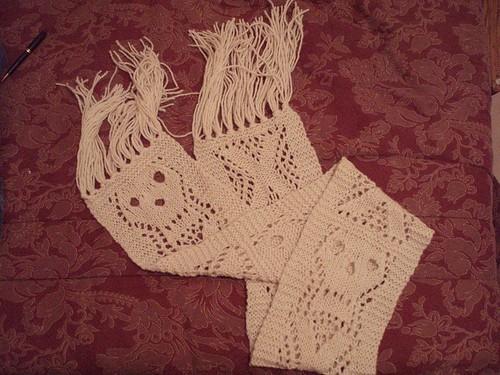 FO: Skull Scarf: knitting