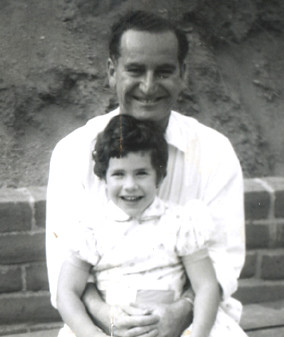 debbie.with.daddy.1956