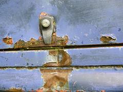 Greece, rusty car detail photo by duqueıros