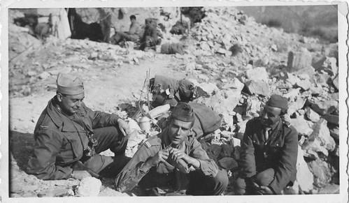 Authion 1945 - A gauche, le lieutenant Jean Fevre, MPLF à Piena - col. René Petitot