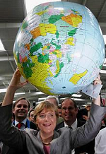 Angela Merkel und der Globus