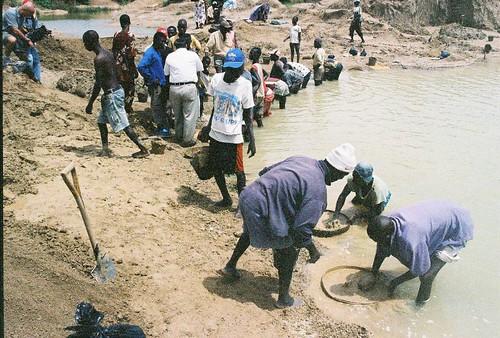 Diggers in Kono