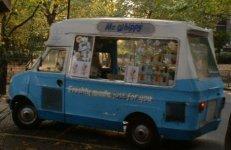Camión de helados dedicado al top manta