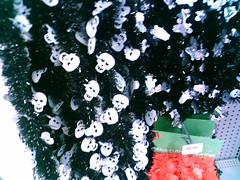 Aprovecha la misma guirnalda para Muertos y para Navidad