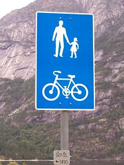 sign denoting a foot and cycle path