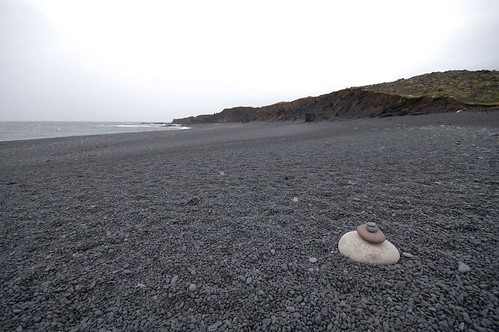 Beach,_stones_@_Djupalonssandur,_Iceland_2.jpg