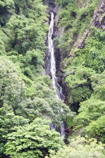 上山沿途瀑布景象比比皆是而令人驚嘆~隔幾天後該鄉因颱風而交通中斷(果真造物弄人)