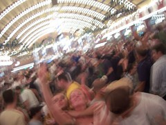 09:01pm [wiesn' rule #7 - get comfy with the blur.]
