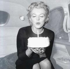 La Monroe em bufa l'espelma