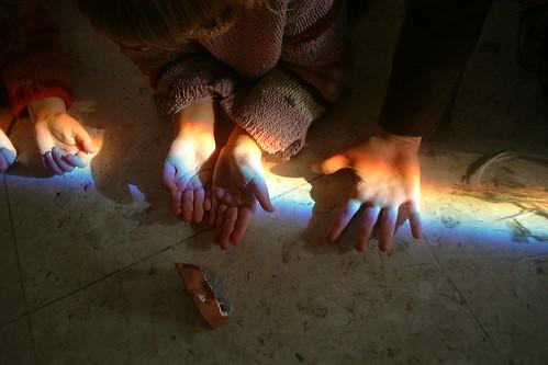 el arcoiris en sus manos