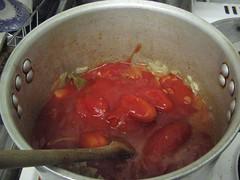 Ychwanegu'r tomatos