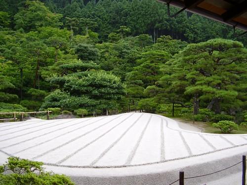 bonheur occidental le jardin zen sec. Black Bedroom Furniture Sets. Home Design Ideas