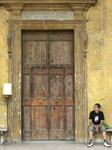 ju devant porte palais cote piazzale 03