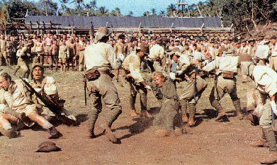 por ejemplo el soldado de la izquierda que sujeta al británico