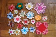 flores de tecido, fuxico & origami photo by Carla Cordeiro