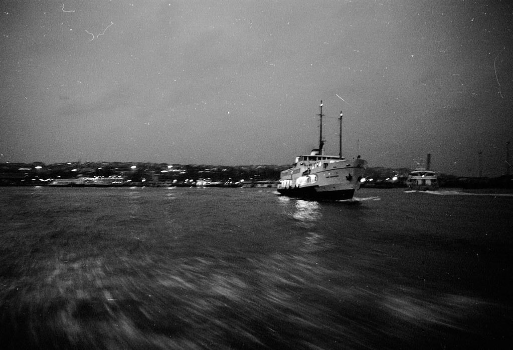 ferry-istanbul-2.jpg