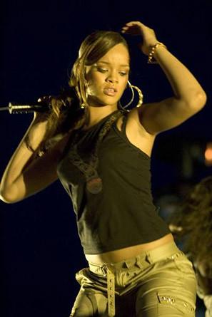 Rihanna-32