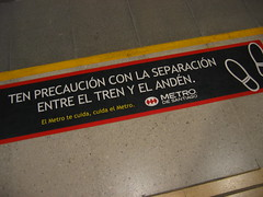 Santiago metro sign