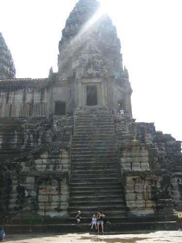 angkor_wat_stairs_1