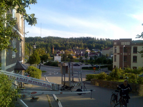 Slang leder nerför backen mot centrala Valdemarsvik