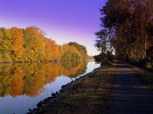 Autumn along the Canalway Trail