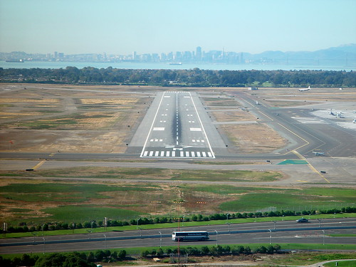 the approach to 27R at oakland international
