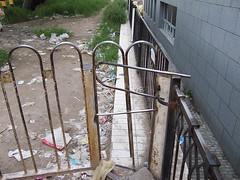 城铁站阅人无数的栏杆2