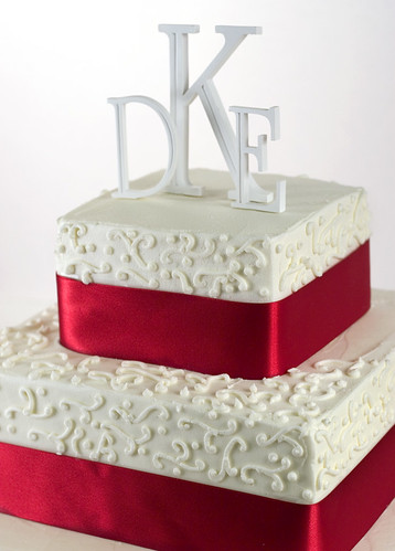 3 tier white wedding cake 9-3-06 - 2